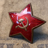 Brass & enamel military red star cap badge